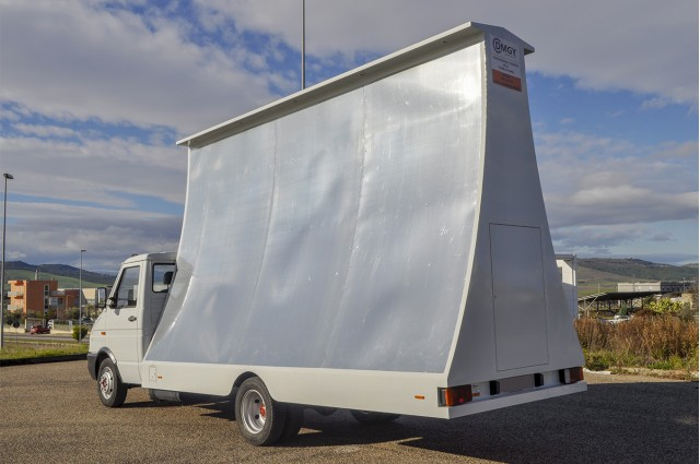 IVECO Daily Camion Vela Pubblicitaria 5x3